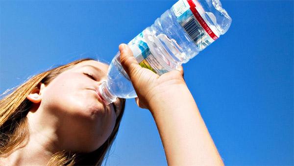 ดื่มน้ำ ดูแลสุขภาพ