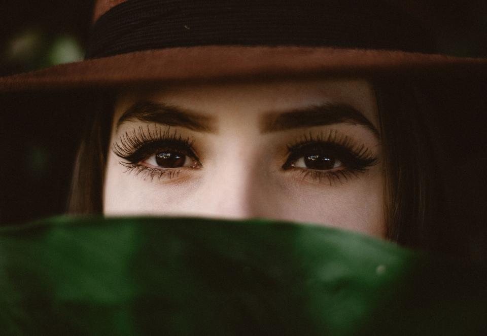 eyes ขอบตาดำ ความสวยความงาม
