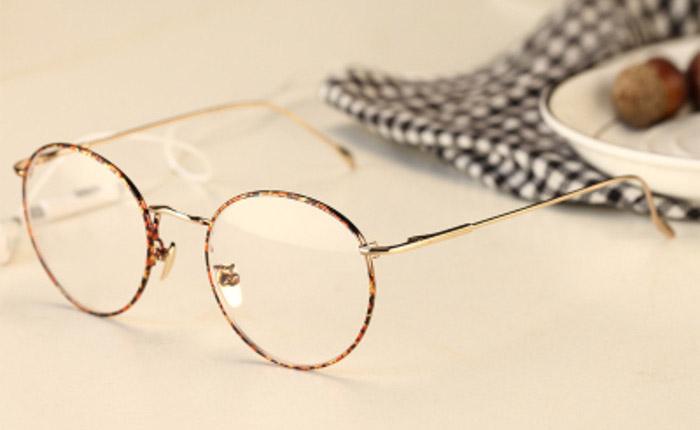 การใส่และถอดแว่นตาแบบถูกวิธี