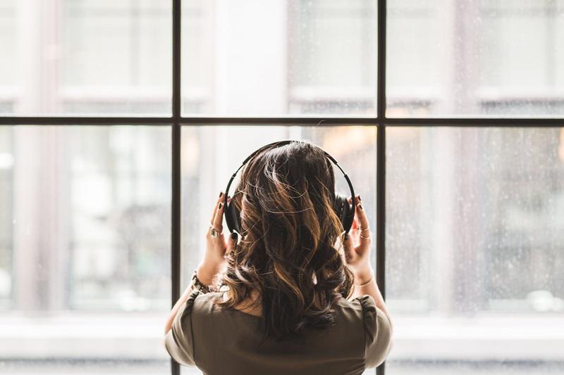 ก่อนนอน การนอนหลับ ข้อดี ฟังเพลง