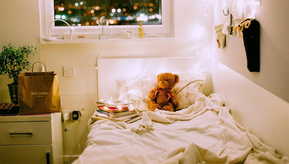 การนอนหลับ ห้องนอน เปิดไฟ