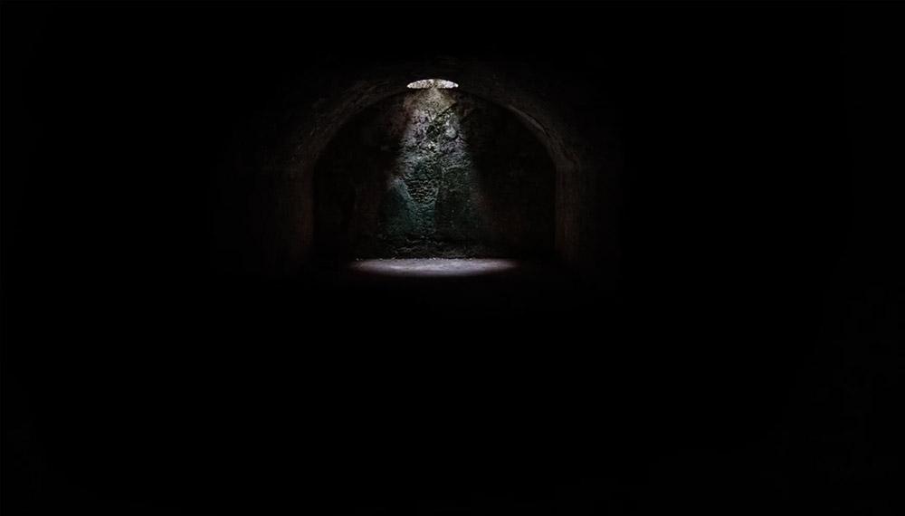 ดวงตา ถ้ำ มืด