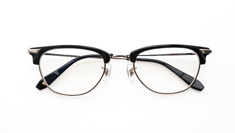พักผ่อนดวงตา โดยการใส่แว่นตา