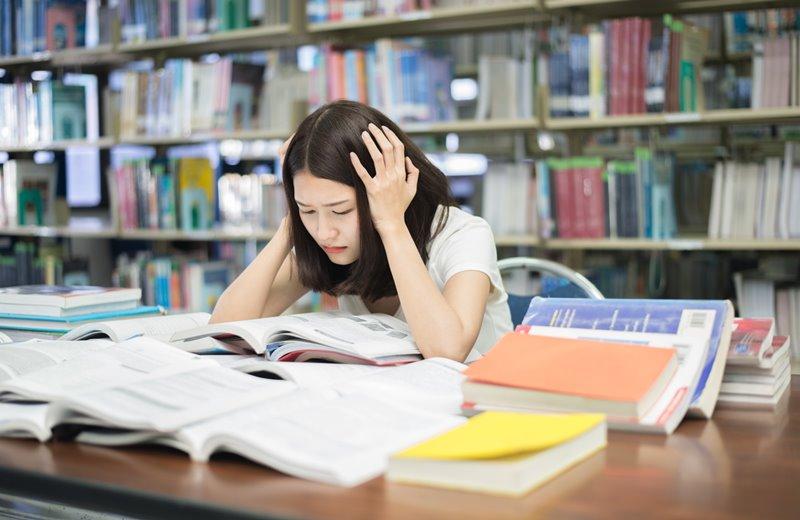 การเรียน ความเครียด ภัยสุขภาพ อ่านหนังสือ