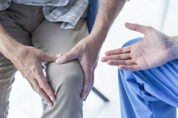 ปวดเข่า เจ็บเข่า ควรออกกำลังกายอย่างไร?