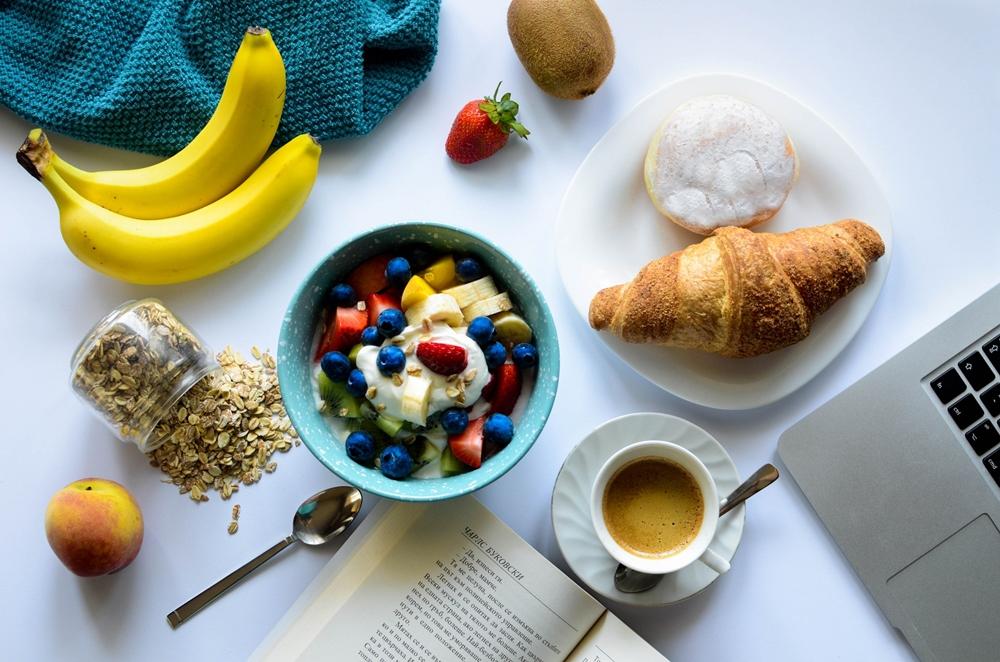 ผลไม้ ผักสด อาหารเช้า โยเกิร์ต ไข่