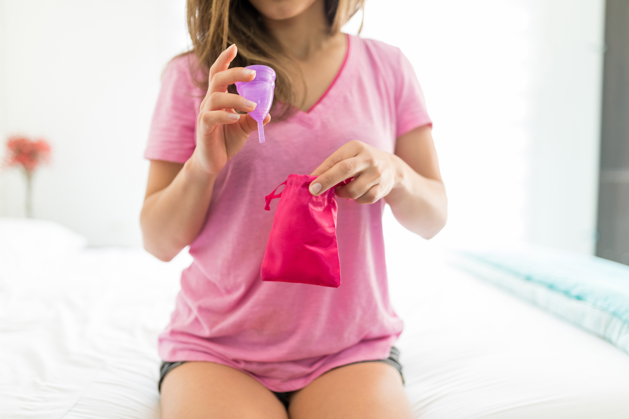 ถ้วยอนามัย อีกทางเลือกหนึ่งของสาวๆ แทนการใช้ ผ้าอนามัย มีข้อดี-ข้อเสียอย่างไร